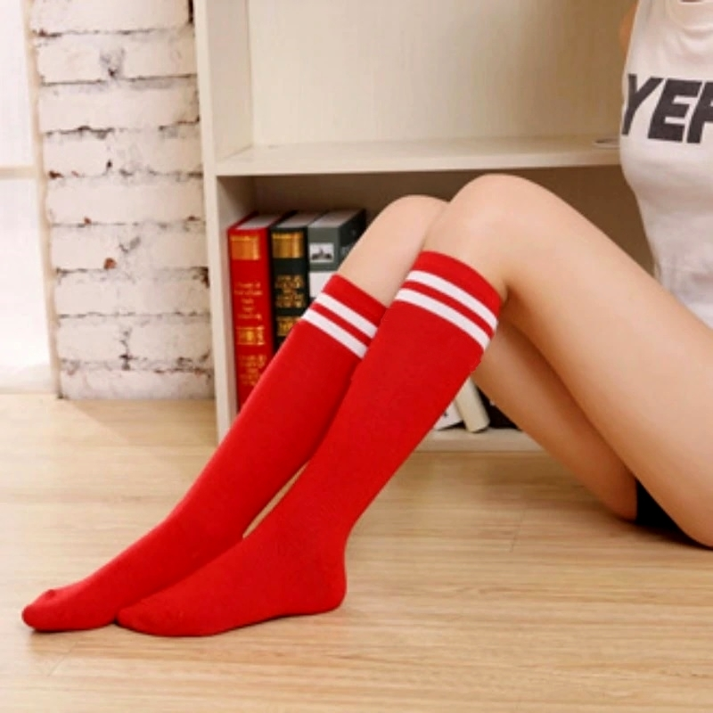 Beyaz Çizgili Pamuklu Diz Altı Çorap Kırmızı