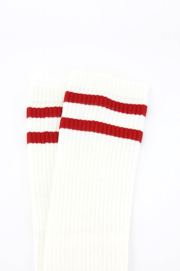 Pretty Kırmızı Çizgili Diz Altı Çorap Kırık Beyaz