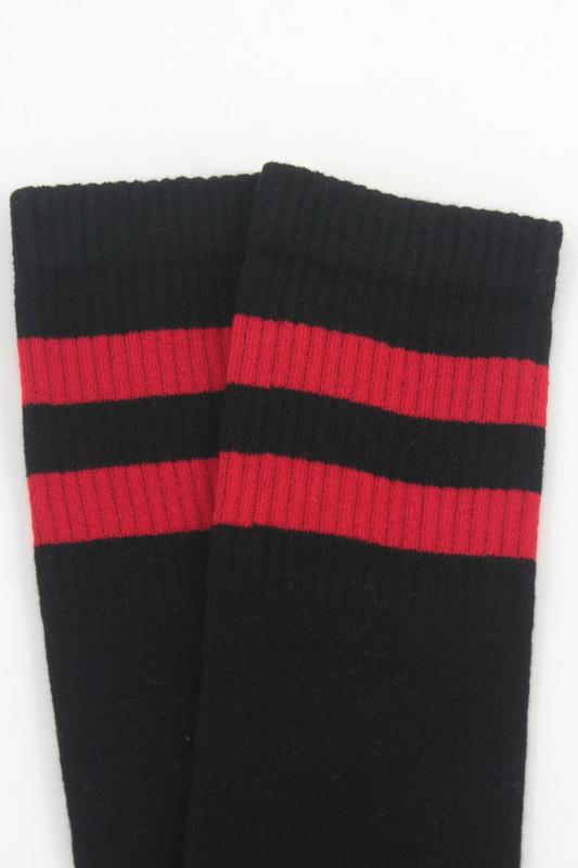 Best Kırmızı Çizgili Diz Altı Pamuklu Spor Çorap Siyah