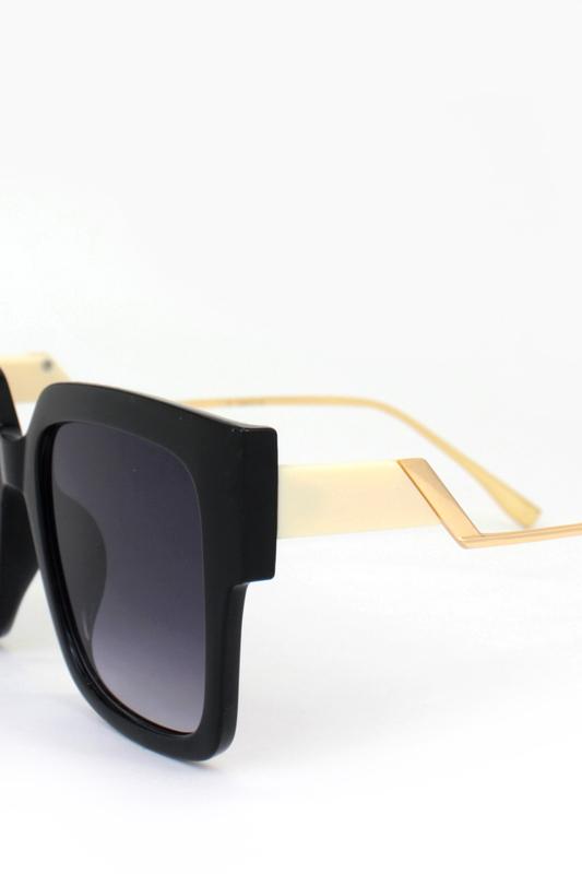Casey Siyah Camlı Gold Metal Saplı Kare Bayan Güneş Gözlüğü Kremrengi Siyah