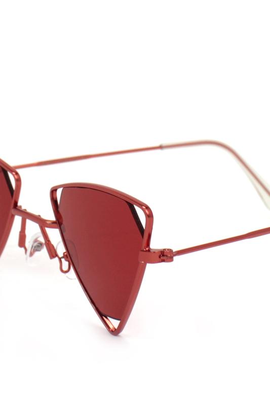 Coachella Kırmızı Üçgen Metal Çerçeveli Güneş Gözlüğü Kırmızı
