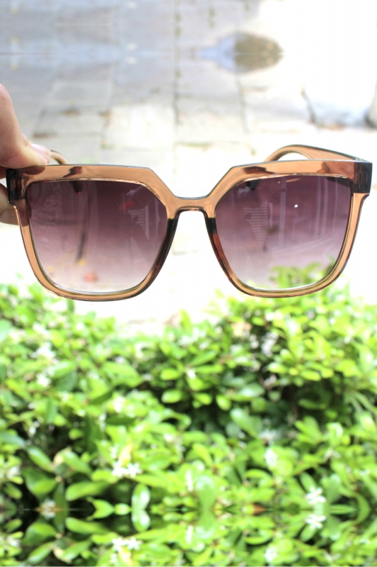 Gilda Kahverengi Degrade Camlı Büyük Kare Güneş Gözlüğü Kahverengi